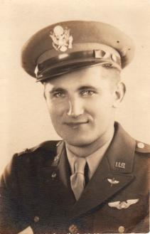 Emil Anthony Petr, segundo tenente da USAAF, honra por ter escrito sua biografia.