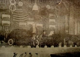 Leo Cherniavsky, Alberto Figueiredo e o Ford V 8, modelo Tudor sedam de luxo, de quatro portas no palco do principal teatro de Natal.