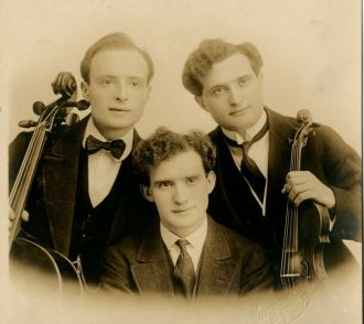 "Mischel, Jan e Leo, ""The Cherniavsky Trio""."