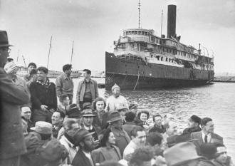 JUdeus desembarcando na palestina na década de 1940 - Fonte - http://en.wikipedia.org/wiki/Zionism#/media/File:PikiWiki_Israel_20841_The_Palmach.jpg