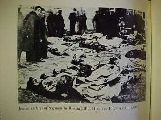 Foto de livro mostrando as vítimas de um Pogrom contra judeus na Russia - Fonte - http://www.jewishsphere.com/JewishCustoms/JewishCustomsRussia.html