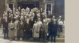 Cientistas alemães no aniversário de 80 anos de Bernhard-Nocht (em destaque, na frente), fundador do Instituto de Doenças Marítimas e Tropicais de Hamburgo, em 1937. Rocha Lima participou da homenagem (ao fundo)