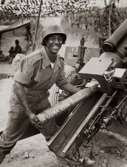 1944 - A Brazilian soldier artillery in Italy