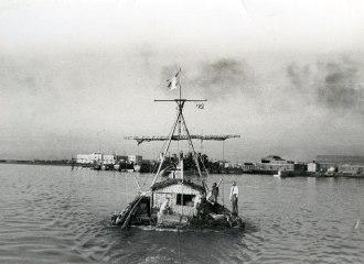 Kon Tki, o barco da expedição de Thor Heyerdahl em 1947 - Fonte - httpkickasstrips.com