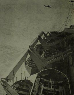 Um PBY Catalina sobrevoando o General Mann
