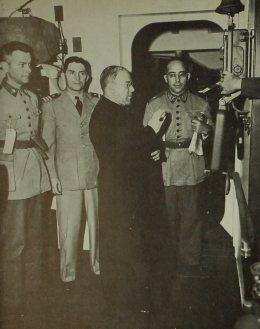 O Cardeal Arcebispo do Dom Jaime de Barros Câmara transmite uma prece para os pracinhas pelo intercomunicador do navio. Dom Jaime foi bispo de Mossoró-RN, entre 1934 e 1941.