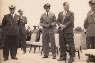 Jango assiste, em 1963, à demonstração da FAB, com a presença de Rui Moreira Lima, à sua esquerda. O militar se pôs em defesa da ordem democrática e da manutenção da legalidade nos momentos de ruptura. (Foto: Acervo Pedro Luiz Moreira Lima)