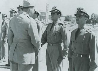 Ao retornar da guerra, como tenente, Moreira Lima foi condecorado pelas missões na 2ª Guerra Mundial pela FAB (Foto: Agência Força Aérea/Arquivo)