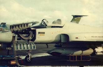 F-5 brasileiro e suas garras.