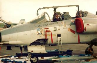 Embraer A-1A, do 1° Esquadrão do 16° Grupo de Aviação (1º/16º GAv), o conhecido Esquadrão Adelphi