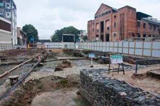 A escavação e a redescoberta do Cais do Valongo, em meio às obras de requalificação da Região Portuária do Rio - Fonte - http://portomaravilha.com.br/conteudo/ccjb.aspx