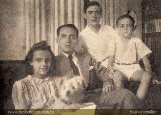 Junto com seus filhos - Fonte - www.malbatahan.com.br