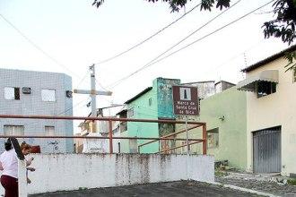 Praça da Santa Cruz da Bica está abandonada - Foto - Alex Régis