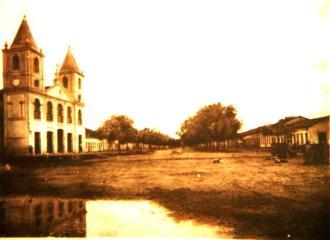 Antiga foto da cidade de Pão de Açúcar, vendo a Matriz do Sagrado Coração de Jesus - Fonte - sertao24horas.com.br