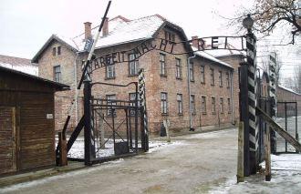 Portões do Campo de Concentração de Auschwitz. Foto: Tulio Bertorini