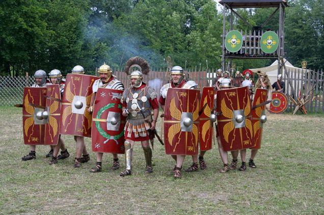800px-Roman_legion_at_attack