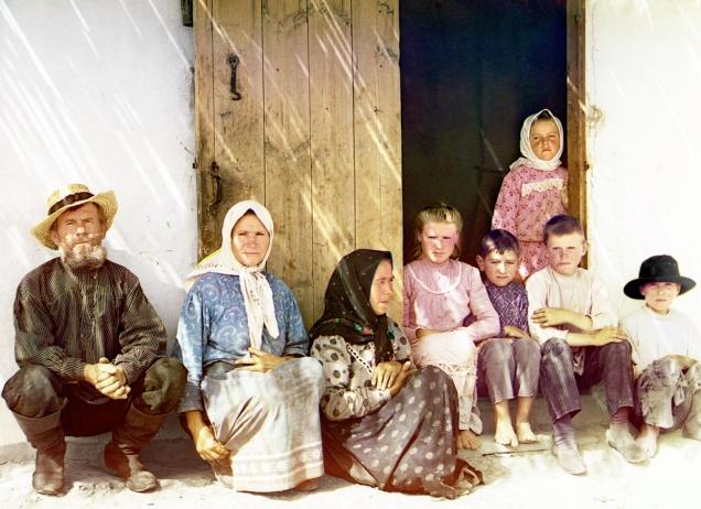 Russian_settlers,_possibly_Molokans,_in_the_Mugan_steppe_of_Azerbaijan._Sergei_Mikhailovich_Prokudin-Gorskii