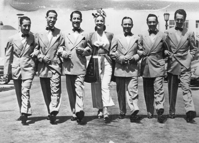 Carmen_Miranda_com_o_Bando_da_Lua,_Los_Angeles_1942