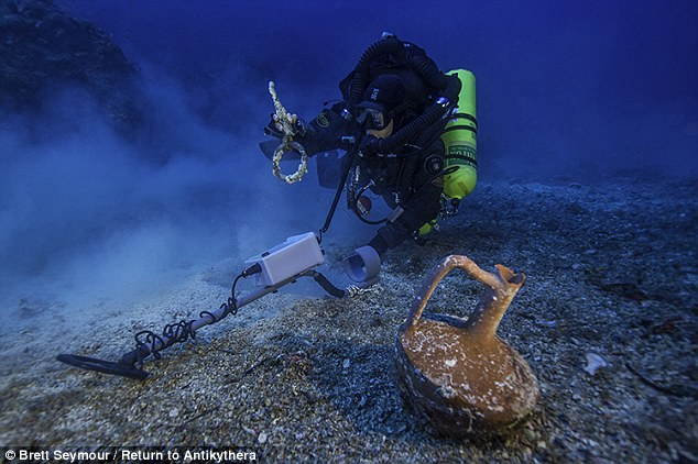 1412889713165_wps_22_Greek_technical_diver_Ale