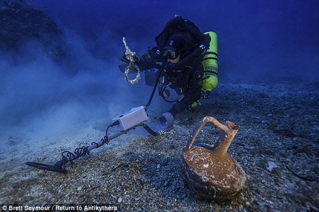 1412889713165_wps_22_Greek_technical_diver_Ale
