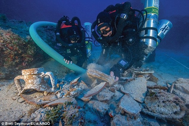 2CDAC26F00000578-3251868-During_the_latest_dive_experts_spent_a_total_of_40_hours_on_the_-a-5_1443434278694