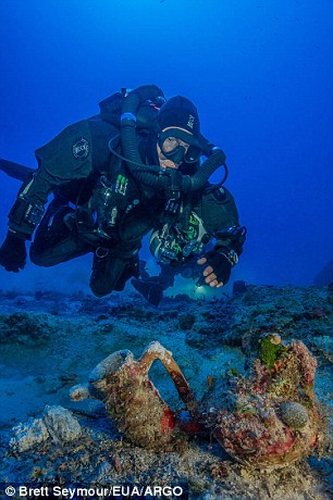 2CDAED9400000578-3251868-The_ten_man_dive_team_also_recovered_items_including_an_intact_a-a-14_1443434447174